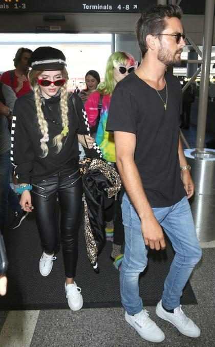 Scott Disick lleva a Bella Thorne a Cannes y aviva el drama con Kourtney Kardashian