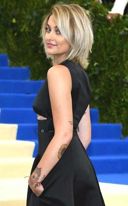 Paris Jackson assina contrato milionário com a Calvin Klein