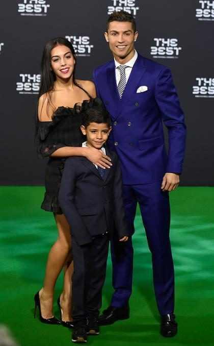 La novia de Cristiano Ronaldo se muestra más orgullosa y feliz que nunca con su nueva familia ¡Mírala!