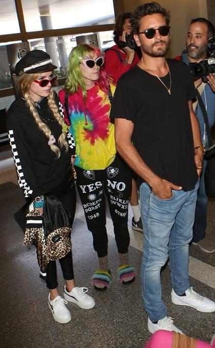 Bella Thorne y Scott Disick se reúnen en Los Ángeles y se toman de las manos después de una fiesta