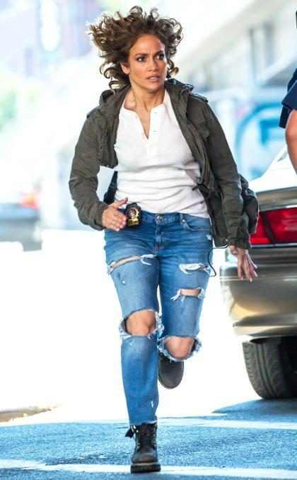 Jennifer Lopez en plena secuencia de acción, filmando Shades Of Blue en Nueva York