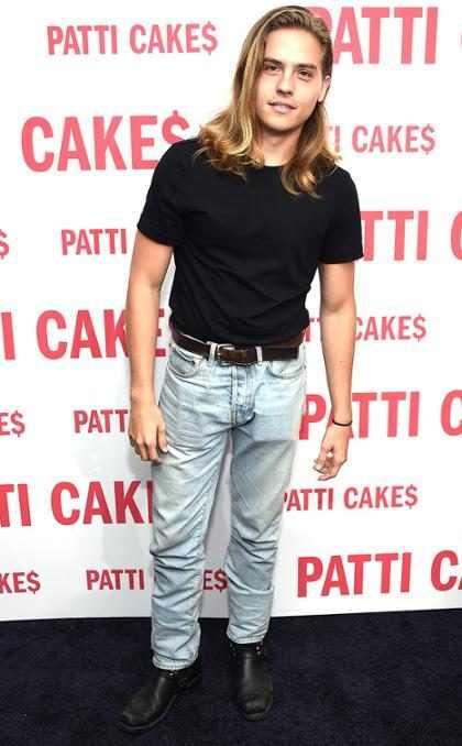 Dylan Sprouse luce muy bien en la premiere de <i>Patti Cake$</i> en Nueva York