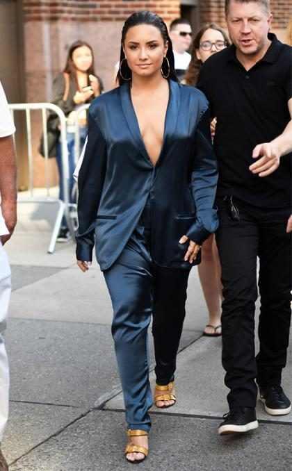 Demi Lovato saliendo de una entrevista de radio en Nueva York