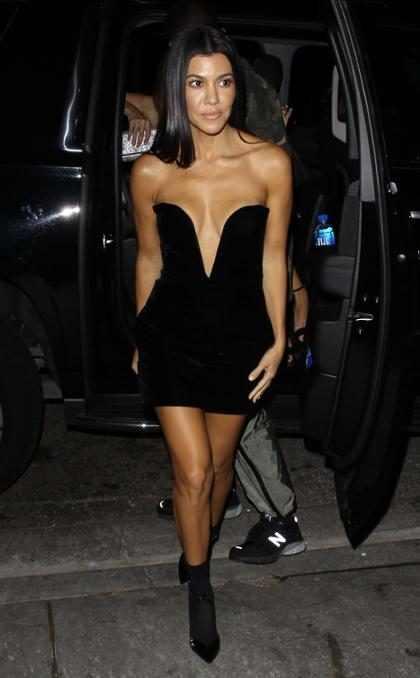 Kourtney Kardashian saliendo de cenar en West Hollywood