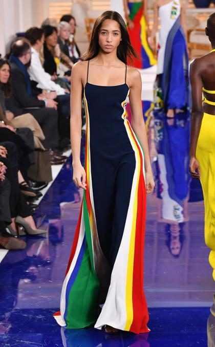 Un increíble look del desfile de Ralph Lauren en la New York Fashion Week