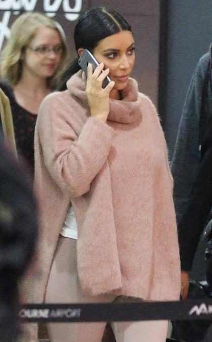 Kim Kardashian aterrizando en Australia