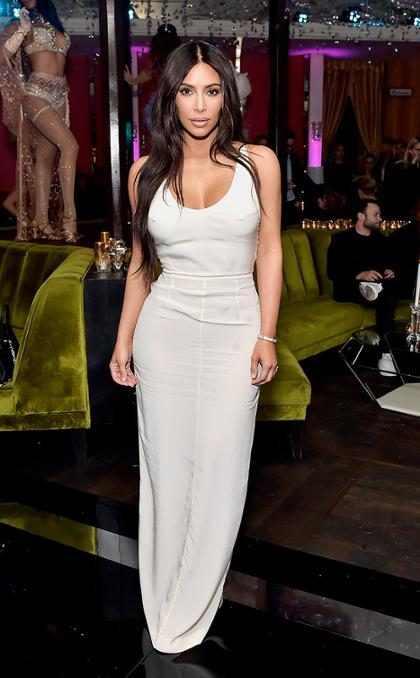 Kim Kardashian mostra frasco do novo perfume feito com molde de seu corpo