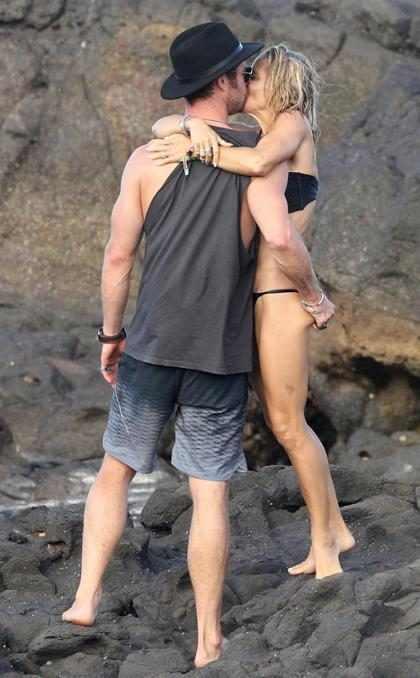 Chris Hemsworth y Elsa Pataky disfrutan de un romántico día de playa