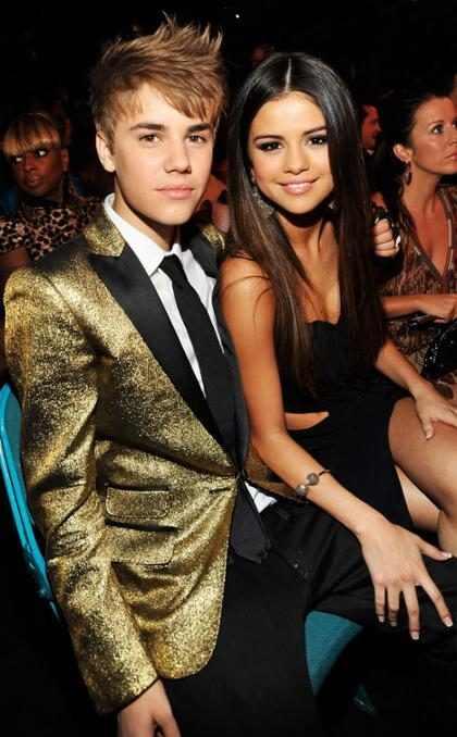 Fonte diz porque Justin Bieber e Selena Gomez não conseguem se desligar