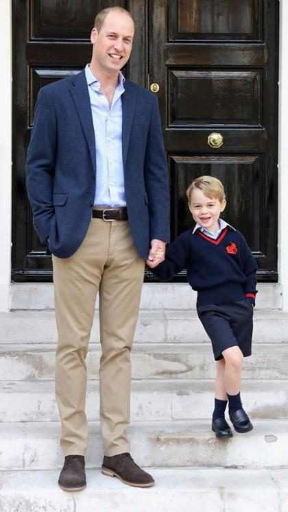 El Príncipe George posa con el Príncipe William en su primer día de escuela