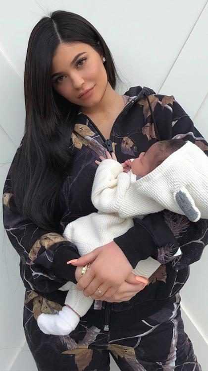 ¡Kylie Jenner comparte la primera foto del rostro de Stormi!