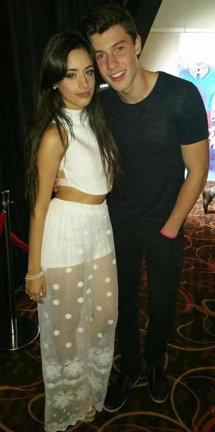 Camila Cabello y Shawn Mendes no lograron ocultar su amor en los AMAs 2016 (Fotos + Video)