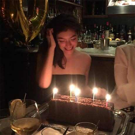 http://images.eonline.com/resize/460/460/images.eonline.com/eol_images/Entire_Site/2016108//rs_600x600-161108045703-600.lorde-birthday-cake.11816.jpg