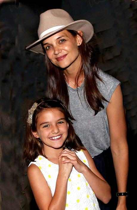 http://images.eonline.com/resize/460/704/images.eonline.com/eol_images/Entire_Site/201671//rs_634x970-160801042501-634.Katie-Holmes-Suri-Cruise-Finding-Neverland-NYC-J2R-080116.jpg