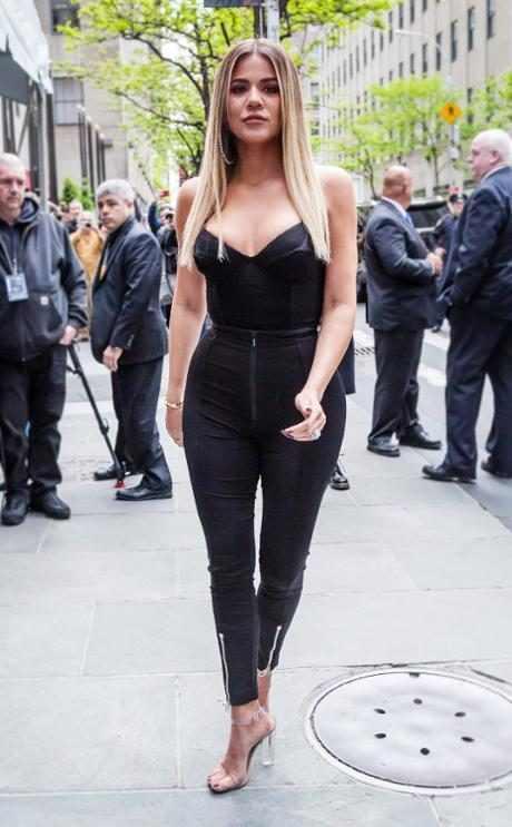 http://images.eonline.com/resize/460/743/images.eonline.com/eol_images/Entire_Site/2017827//rs_634x1024-170927085617-634.Kloe-Kardashian-Street-Style.jl.092717.jpg