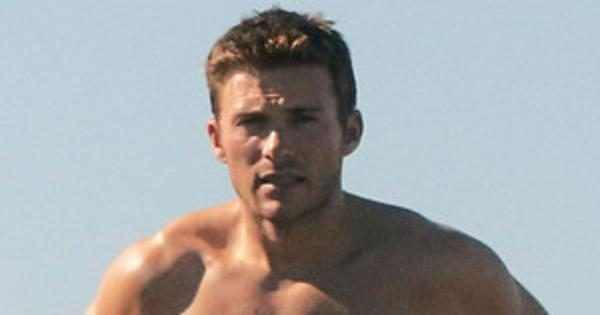 Scott Eastwood Strips Out Of His Wetsuit And Shows Off His